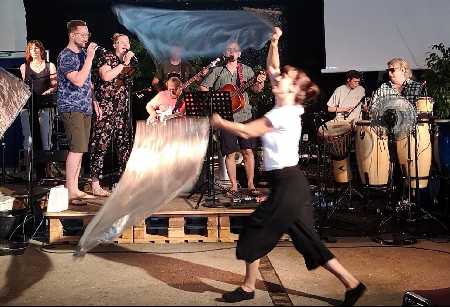 Lobpreis und Tanz im Gottesdienst
